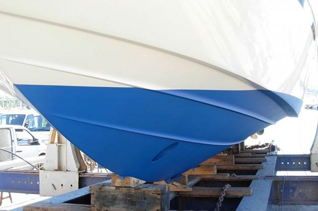 Peinture de la carène et de la coque de bateau