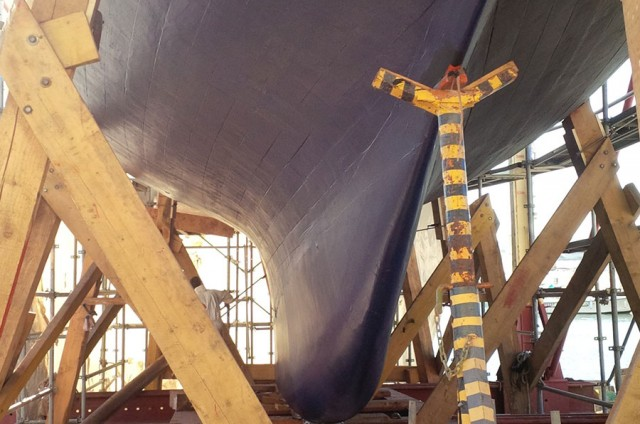 Révision complète de la structure du bateau et remplacement de bordé en bois